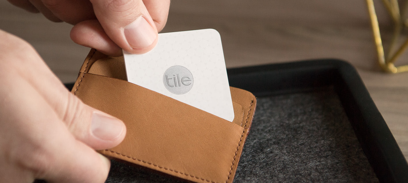 lores Slim Wallet Hands Counter 1