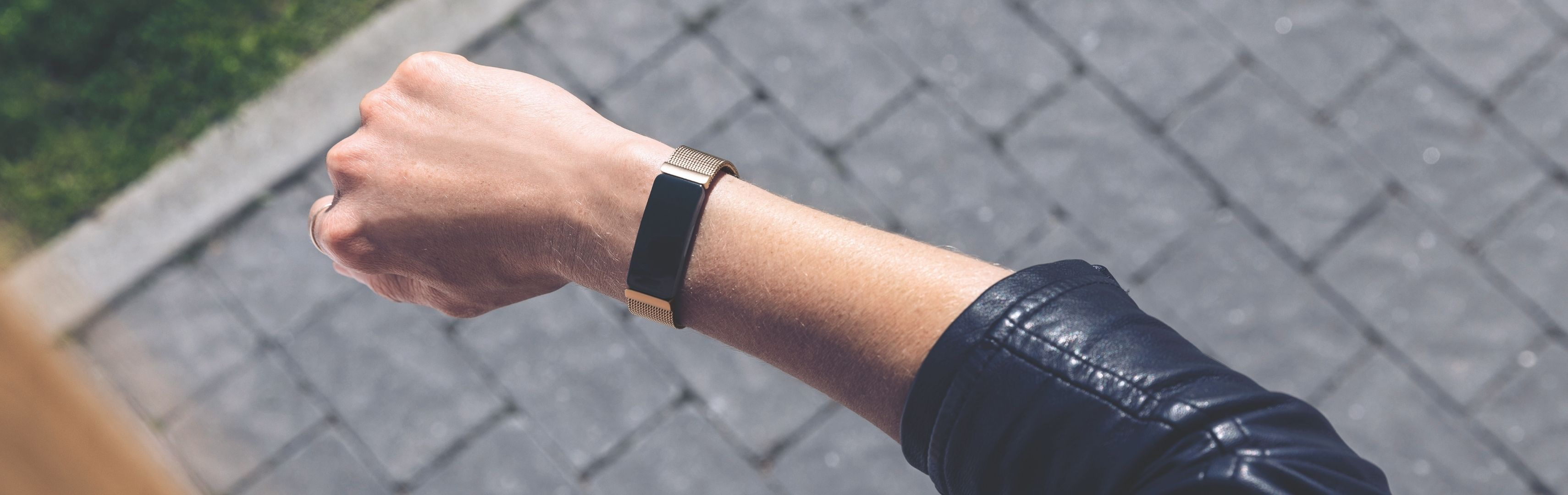 A woman wearing a Fitbit Inspire 2 tracker on her wrist